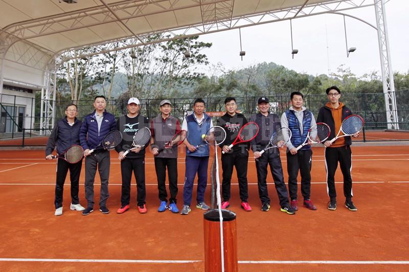 广州首片欧洲传统红土网球场面世 各地网球爱好者慕名前来体验